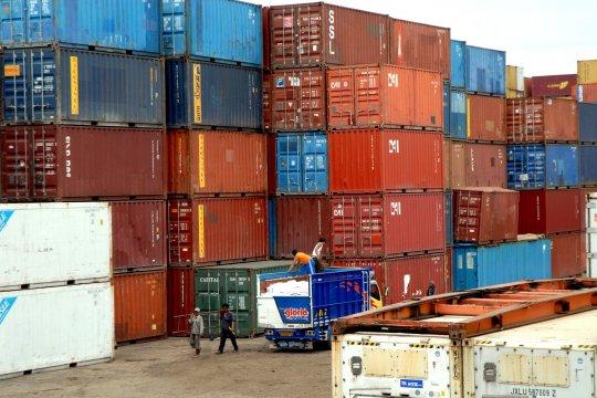 Pengamat: Impor barang modal turun, ekonomi berpotensi melambat