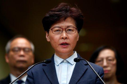 """Carrie Lam: Hantaman aksi protes terhadap bisnis ibarat """"tsunami"""""""