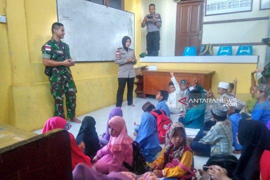 Prajurit pamtas di Nunukan mengajar siswa Rumah Belajar KPPP