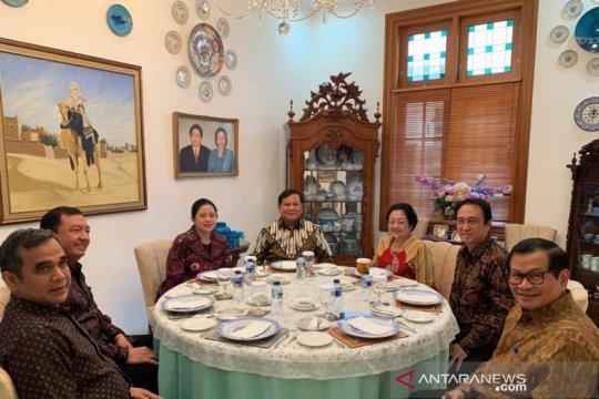 Megawati-Prabowo makan siang bersama di sebuah meja bundar