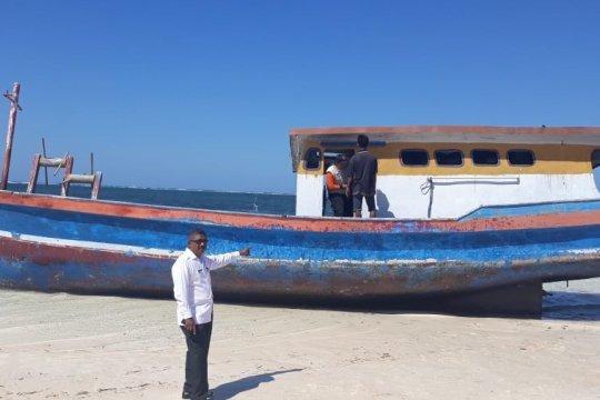 Kapal ikan terdampar di Sabu Raijua milik nelayan TTU