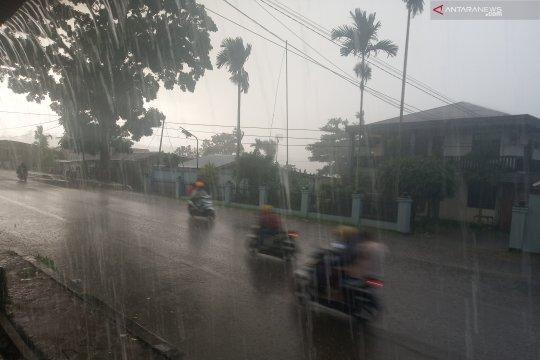 BMKG : Waspadai hujan disertai petir di Papua Barat