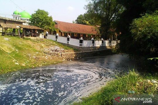 Wabup Karawang kecewa kinerja DLHK dalam mengatasi pencemaran sungai