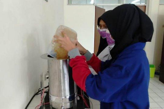 Mahasiswa Universitas Brawijaya sulap limbah biomassa jadi kertas