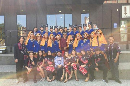 Mahasiswa UI juara umum festival tari di Perancis