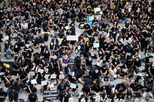 Aksi protes berlanjut, pendemo 'kuasai' bandara Hongkong