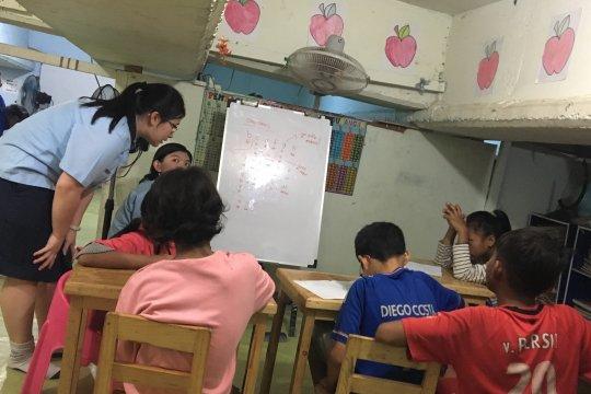 Anak-Anak eks-Kalijodo bersekolah di kolong Jembatan Lima