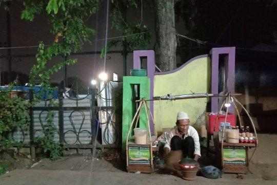 Pasar daring dorong penjualan kerak telur di Jakarta