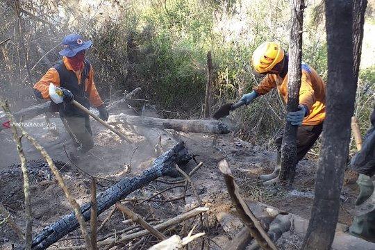 Tim Pemadam Gabungan sisir bara api di Gunung Panderman