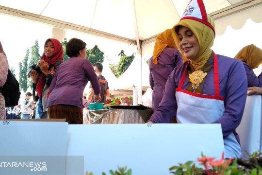 Istri Ganjar Pranowo juara memasak rendang antar istri gubernur