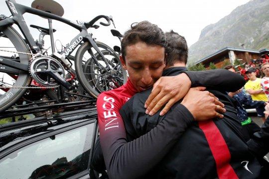 Badai es hentikan etape-19, Bernal rebut jersey kuning
