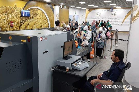 Calhaj asal Jakarta meninggal di pesawat karena serangan jantung