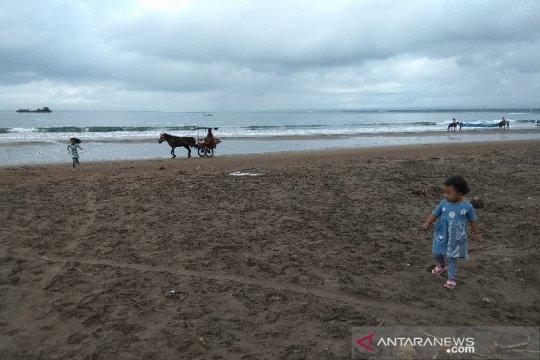 Aktivitas wisatawan di Pantai Pangandaran tak terganggu gempa