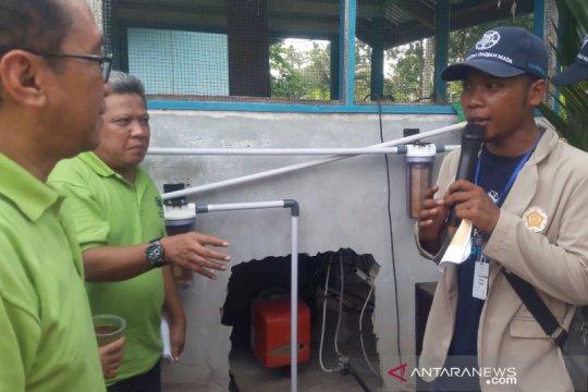 Mahasiswa KKN-PPM UGM bangun instalasi penjernih air di Rasau Jaya