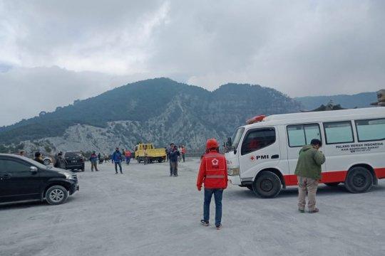 Relawan PMI bertahan di lokasi Letusan Gunung Tangkuban Parahu