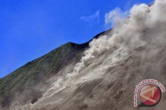 Guguran lava Karangetang meluncur ke kali Pangi-Nanitu
