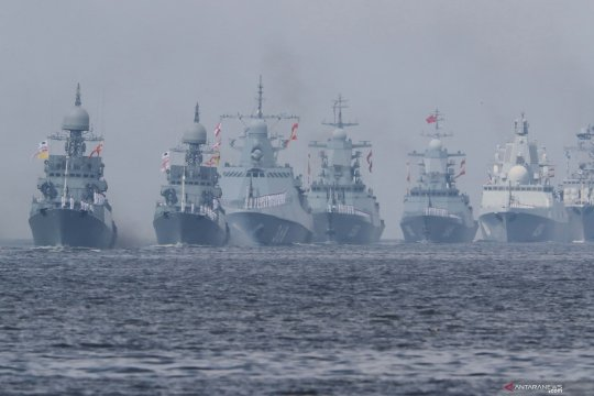 Parade armada Angkatan Laut Rusia