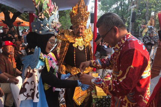 Sarung dan batik Samarinda tampil di SBC XII Solo