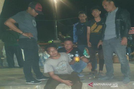 Pesta minuman keras di kawasan wisata Banjarmasin, dua pria diamankan
