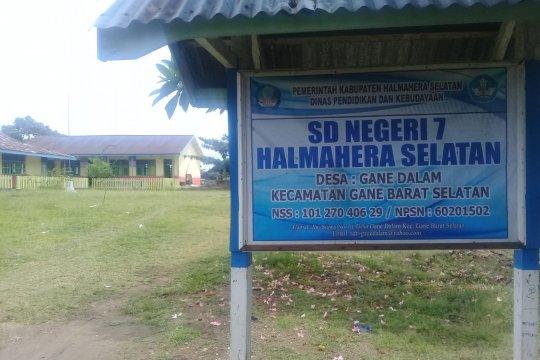 Kegiatan belajar memulih di daerah terdampak gempa Halmahera Selatan
