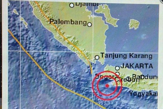 Tim gabungan evakuasi warga Ujunggenteng Sukabumi pascagempa
