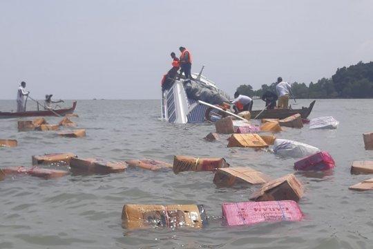 Polairud Kepri mengevakuasi Kapal Tenggiri