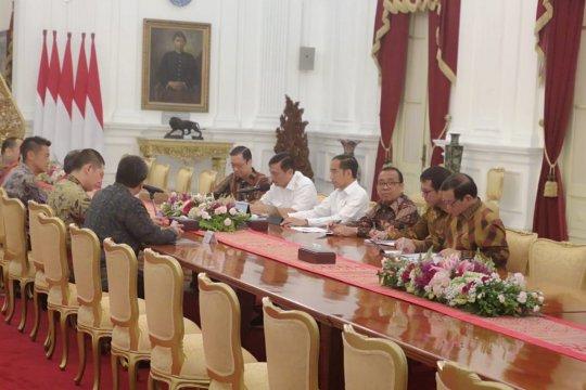 Presiden Jokowi terima pimpinan Softbank dan Grab