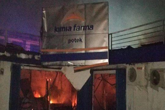 Kebakaran hanguskan Apotek Kimia Farma dan pertokoan di Paldam