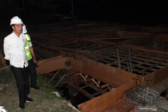 Presiden Joko Widodo tinjau dermaga Pelabuhan Muara di Tapanuli Utara
