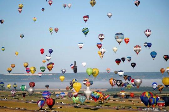 Wow! Ratusan balon udara terbang pecahkan rekor dunia