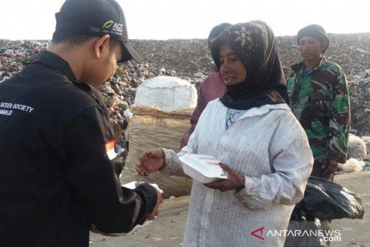 ACT dan Abu Nawas bagikan ribuan paket nasi