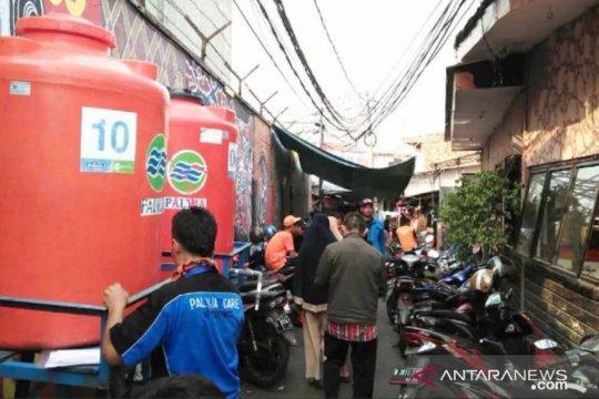 Korban kebakaran Tebet dapatkan bantuan air bersih PT Palyja