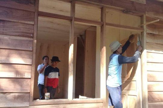 Aktivis NTB bangun rumah tahan gempa di Lombok Utara