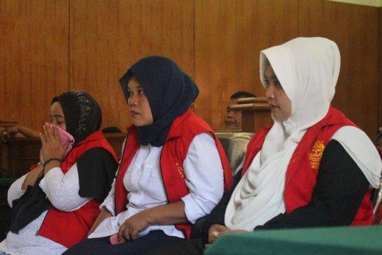 Tiga ibu-ibu pelaku kampanye hitam Jokowi divonis enam bulan penjara