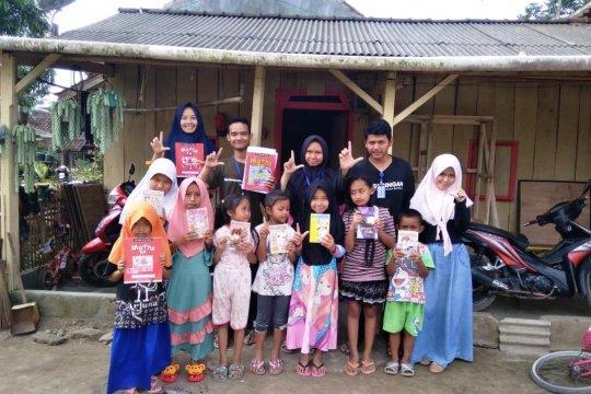 Mahasiswa KKN Unila bangun belasan lamban baca di Lampung Barat