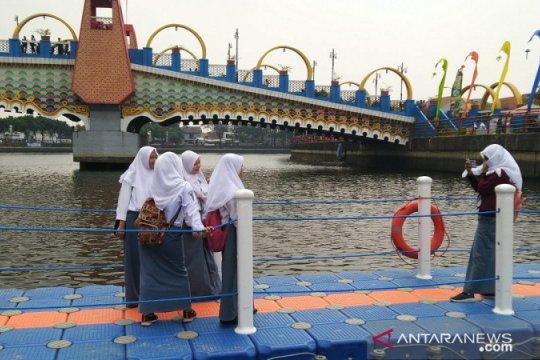 Jembatan apung di Festival Cisadane jadi favorit swafoto