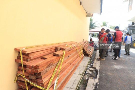 Polres amankan perambah hutan lindung dan kayu ilegal
