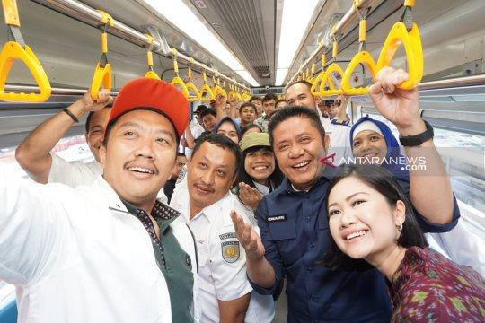Menpora ajak masyarakat naik LRT