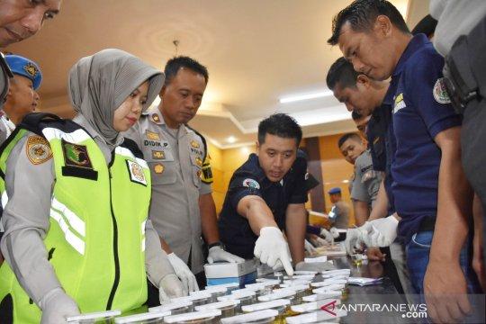 127 Polisi Bogor dites urine