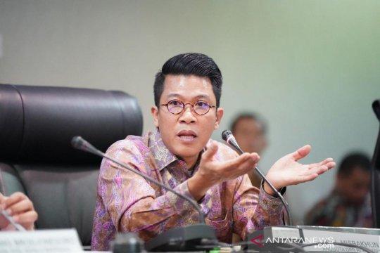 Anggota DPR ajak BUMN perbaiki jalan desa