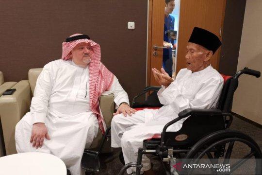 Dubes Saudi antar kakek 94 tahun berangkat haji