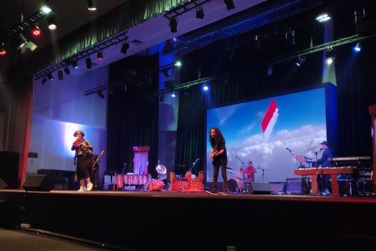 Sosialisasi Gerakan Satu Juta Tumbler lewat konser