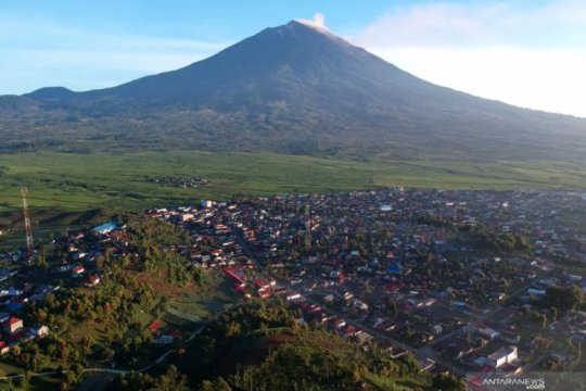 Pascaerupsi, status Gunung Kerinci tetap waspada
