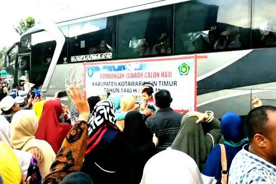 Calon haji Kotawaringin Timur berangkat menuju Banjarmasin