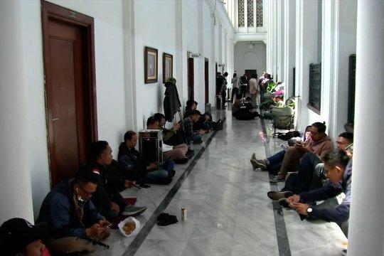 Usai tetapkan tersangka, KPK geledah ruang kerja Sekda Jabar