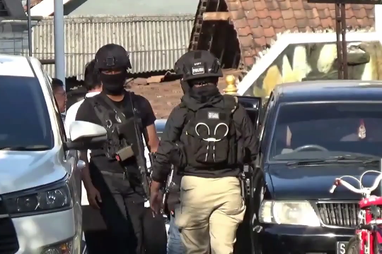 Diduga teroris, rumah pengusaha kulit di Magetan digeledah