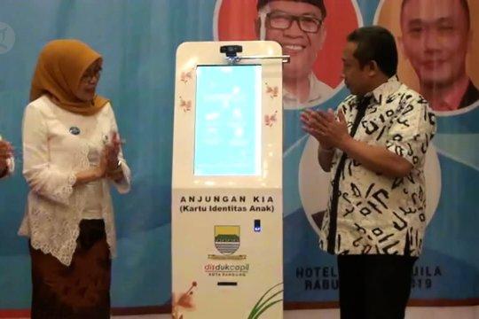 Disdukcapil Kota Bandung luncurkan Atm Kartu Identitas Anak berbasis sidik jari