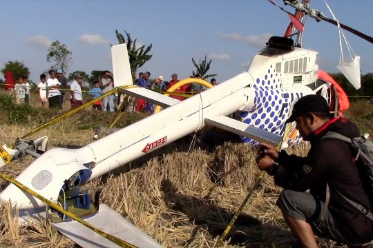 Helikopter komersil pengangkut 3 WNA terjatuh di Lombok