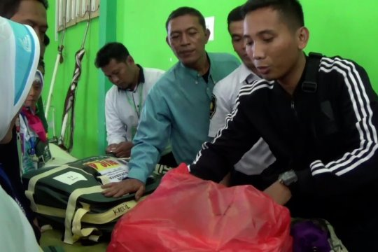 PPIH Surabaya sita puluhan 'handy talky'