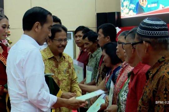 Presiden serahkan 2.000 sertifikat hak atas tanah